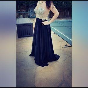 Dresses & Skirts - PROM DRESS!!